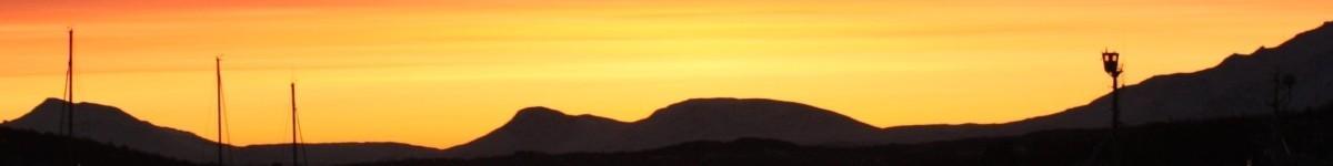 Foto ter decoratie van oranje-rode verkleuring van de lucht boven een haventje in de winter in Noorwegen. massagepraktijk (esbima massage = expressieve structurele bindweefselmassages (dit is een afgeleide van rolfing - postural integration met emotionele integratie (NEI)), lifecoaching, coaching, ontspanningsmassage, gezicht-bindweefselmassages en intuïtieve zwangerschapsmassage.) Mijnsheerenland, Hoeksche Waard en Rotterdam e.o.